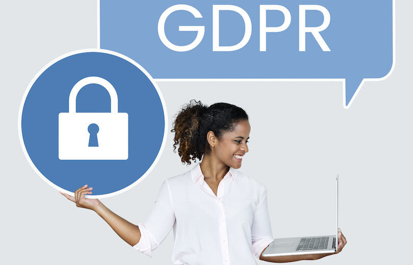 Woman with a GDPR speech bubbe holding a padlock icon